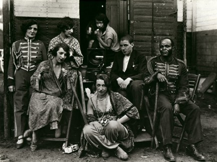 august-sander-circus-artists-1926e2809332